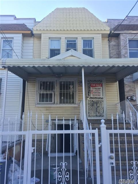 3 Bedrooms, Living Room, Family Room, Dinning Room, Eik 1.5 Bath, Full Finished Basement With Separate Entrance