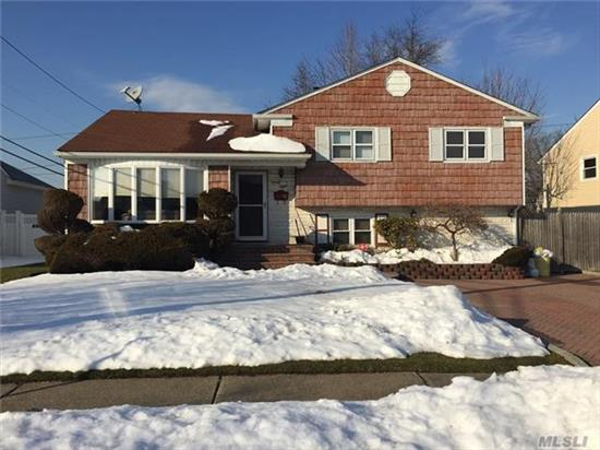 Glenbrook Split - Kitchen Has Been Expanded -- Entrance Foyer, Lr, Eik/Dr With Sliding Doors To Full Deck - 4 Bedroom, 2.5 Baths, Family Room, Office, Laundry Room, And Full Unfinished Basement - Central Air, In Ground Sprinklers,