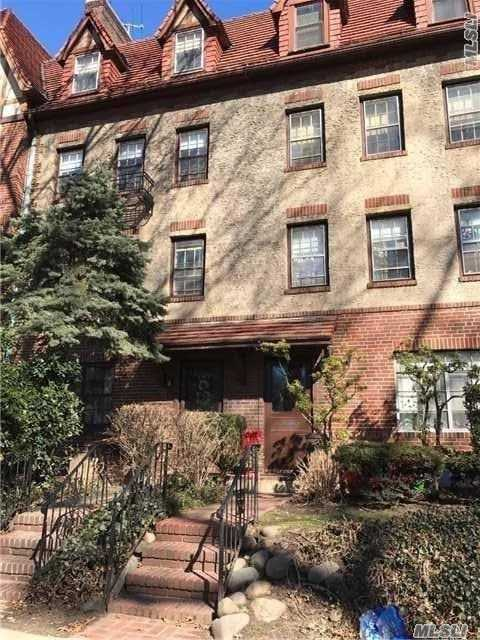 Rare Double Duplex Close To All Shops And Located On A Beautiful Street In Forest Hills Gardens.