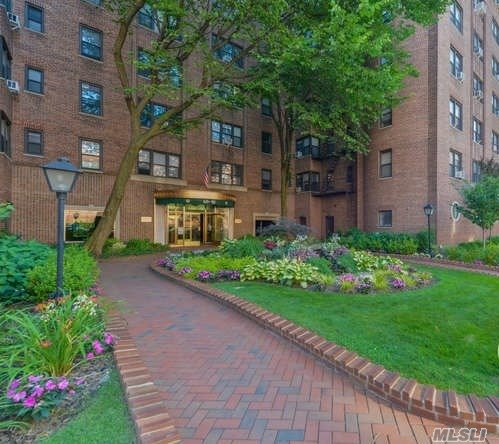Prime Forest Hills Prewar Classic Gem, The Mayflower. Prestigious Doorman Bldg. 1100 Sqft Of Prewar Charm, Pristine Renovations, High Ceilings, Arched Doorways. Chef's Eat In Kitchen, Granite Counters, Stainless Appliances. Quaint Renovated Bath With Additional Shower Stall. Massive Rooms. Generous Closets. Steps To E/F/M/R, Lirr, Qm12, Q60 Austin St Shops. Zoned For Ps196