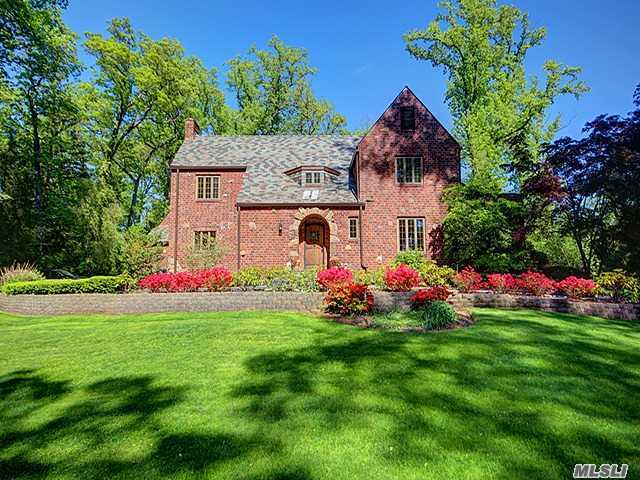 All Brick Ctr Hall Colonial In A True Estate-Park-Like Setting Within The Incorporated Village Of Flower Hill And The Much Desired Manhasset School District With Parking At The Manhasset Train Station, Only A 29 Min Commute To New York City