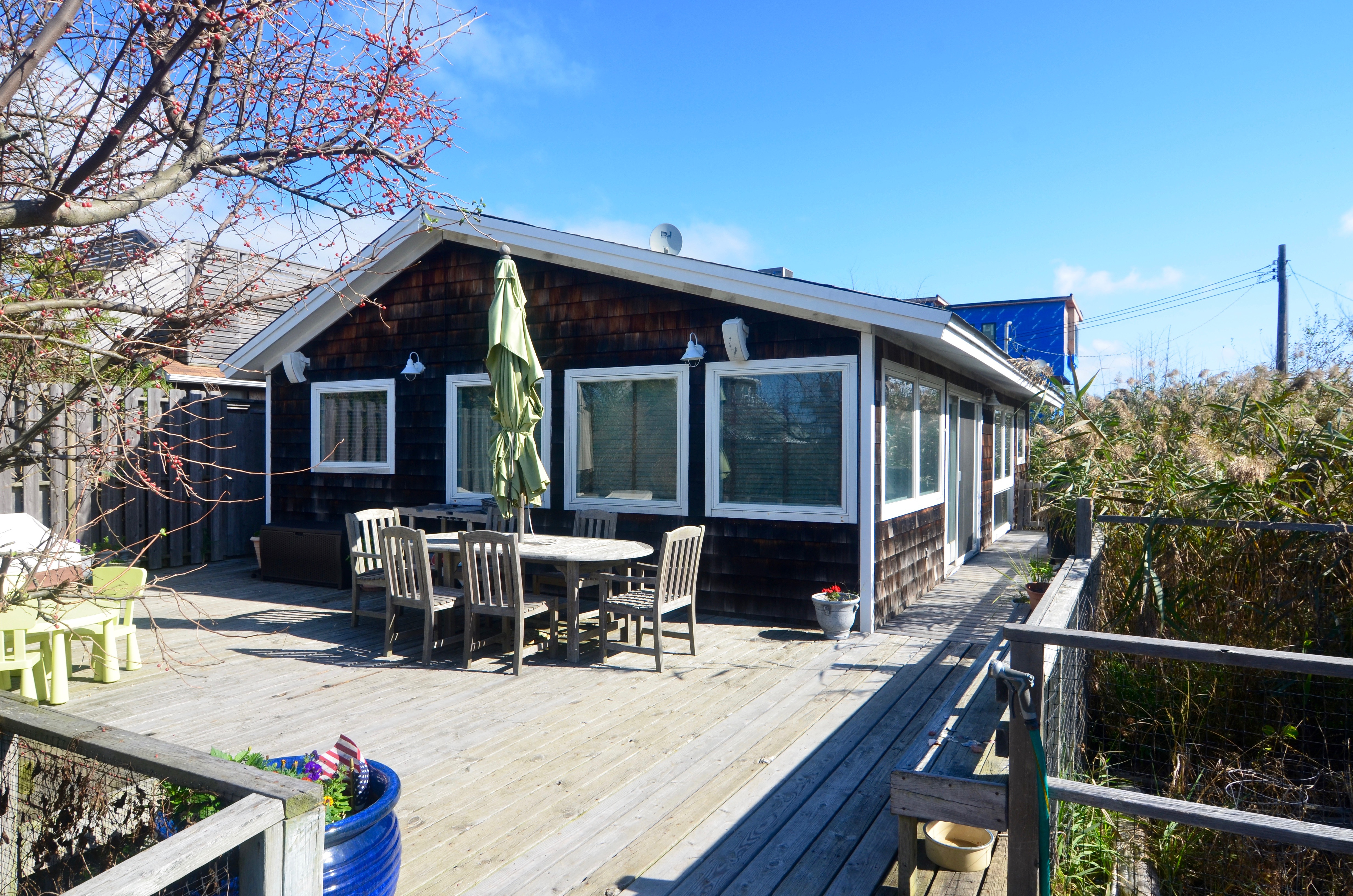 This 3 bedroom, 1.5 bathroom home has it all! Great location near the Seaview border. Sunny west facing deck. Designer kitchen with Miele and Subzero appliances. Open layout great for family gatherings. Both bathrooms are nicely renovated.  Available for 2 week increments. <br> <br> <br> July - 2 weeks $11,000, monthly $21,000 <br> August pricing available upon request.