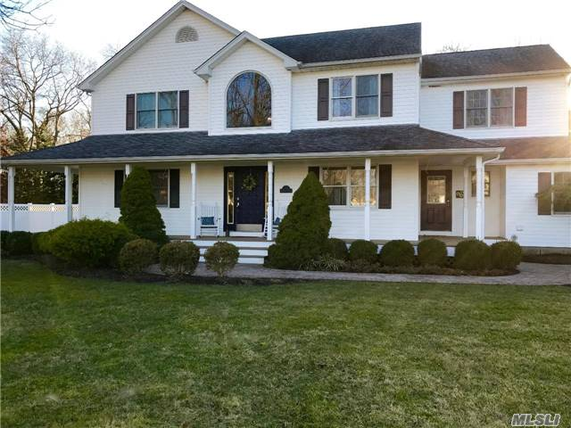 Custom Victorian On Shy Acre In Desirable Meadow Crest Devel. This Beautiful 4 Bed 3 Bath Home Is Well Situated On A Premium Lot. Incl Hardwd Floors, Granite, Stainless Steel Appl, Fireplace, Crown & Portrait Moldings, Finished Base. Backyard Paradise Includes Large L Shaped Salt Water Heated Igp, Hot Tub, Basketball Court, Gazebo, Pergola. Family Living At It's Best. Swr