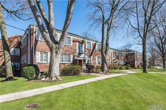 Located In The Heart Of Huntington Village. Beautiful 1 Bedroom 1 Bath In Courtyard Location. Renovated Kitchen And Stainless Steel Appliances, Tiled Bath, Hardwood Floors, And Crown Moldings Throughout.