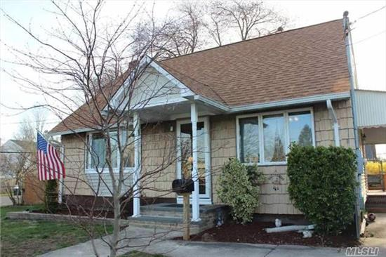 Deer Park Charming & Cozy 3 Bd, 1 Bath Cape! Great Starter Home! Low Taxes! Minutes Away From Tanger Outlets & Lirr Station. Beautiful Corner Property, Full Unfinished Basement With Laundry, Andersen Windows, New Roof, Dp Schools. Won't Last.
