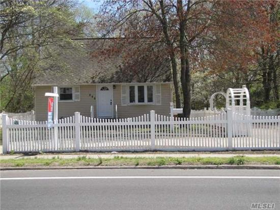 House Totally Redone, New Granite Kitchen, Full Tiled Bath, Huge Parklike Grounds, Move Right In, Best Buy In West Islip