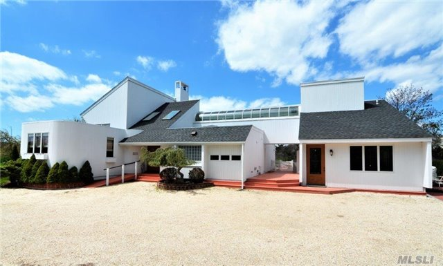Expansive Contemporary, Walking Distance To Town & Beach. Located On A Cul-De-Sac On One Of The Most Sought-After Lanes In Whb. There Is An Open & Sun Filled Floor Plan, A Beautiful Chef's Kitchen & Home Theatre. A 2 Bedroom, 2 Bath Guest House With Lr & Kitchen. Pool,  Jacuzzi, Large Deck And Yard.