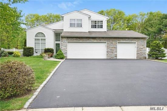 Spacious 5 Bedroom *Country Woods* Colonial.Large Guest Suite On 1st Floor W/Oversized Wi Closet & Full Bth. Great For Ext Family. Center Island Oak Eik Open To Fam Rm, 2 Stry Entry/Living Rm, Fenced-In Yard W/In-Grnd Pool, Paver Patio/Sports Court. Amazing Finished Basement W/.5 Bth, Home Office, High Hats, 8 Ft Ceils & Outside Ent!! 3 Car Gar!**Famed Three Village Schools***