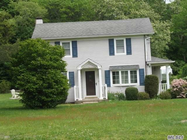 1929  4 Bedroom Colonial And 2007 2 Bedroom Manfactured Home On One Lot  Peconic Tax Applies