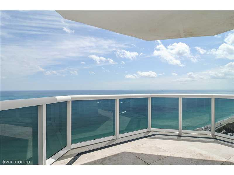 This 3Bedroom/3Bath Green Diamond Residence Offers Spectacular Unobstructed Se Views Of Ocean, City And Bay From The 31St Floor. This Apartment Features 1980 Interior Sf, Marble Floors Throughout, Marble Baths, Granite Kitchen Countertops, Floor To Ceilin G Glass Windows And 2 Terraces. Building Offers 1St Class Amenities: 24Hr Security, Valet, Concierge, Tennis Court, Large Pool & Towel Service, Cafe/Market With Room Service, A 16, 000Sf Oceanside Clubhouse/Spa, Gym, Personal Trainers, Free Yoga, Pilates,