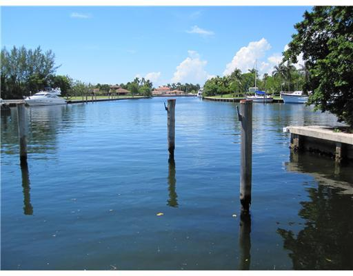 Here'S Your Dream! Live The Waterfront Lifestyle. Take Advantage Of This Foreclosure, Aggressively Priced At Land Value. Renovate 1964-Built House Or Create Your Own. Luxury Gables Estates Address And A Killer Wide Lagoon View. This Gem Property Is A Boat Er'S Paradise. 195' Of Dockage. Direct Access To Ocean In Seconds. No Neighbor Across The Street, But Who'S Who Neighbors Throughout Enclave. Step Into This Rare Opportunity For Finer Living.
