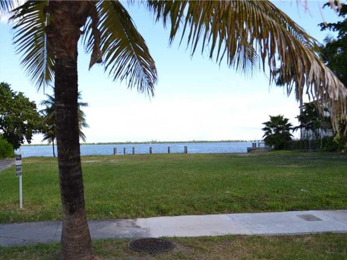 Only Point Lot On The Venetia Islands. Back On The Market And Highly Anticipated, This Property Has 107Ft Curved In The Water Facing North W/A New Sea Wall, A New 50 Ft. Dock & The Ability To Start Construction Quickly. Incredible Open Bay Views & Breeze S Make This Ideal For A One -Of-A-Kind Opportunity! Owner Has Right To Use Easement In The West Line Of Property.