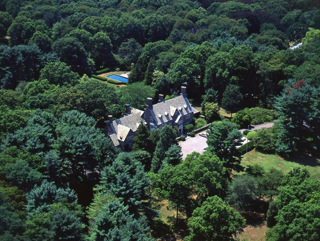 Prestigious&Historic Stone Manor Home Designed By Renowned Architect Rodger Bullard, Built For Henry Upham Harris In 1929.Pass Through Stone Gate House To Private Tree Lined Dr&Experience All The Splendor Of Estate Living.Manor House/Exquisite Architectural Details&Elegant Principalrms Sited On 31+ Acres. Slate Rf, Grnhse/2 Apts,  Tennis, Pool, Updatd Utilities, Gen.800Amp Serv.