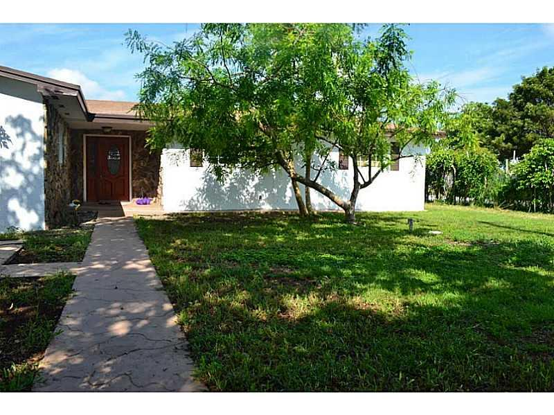 Regular Sale! Fenced Beautiful Single Family Home Featuring 4 Spacious Bedrooms And 3 Bath, A Beautiful Large Updated Kitchen. Great Potential. Large Spacious 2 Car Garage With Plenty Of Space For Parking In Driveway, Large Yard. Home Is In Quiet Neighbor Hood Very Family Oriented Also Located Close To Schools, Parks, Shopping & Entertainment. This Property Has No Association And Won'T Last Long, It'S Priced To Sell !