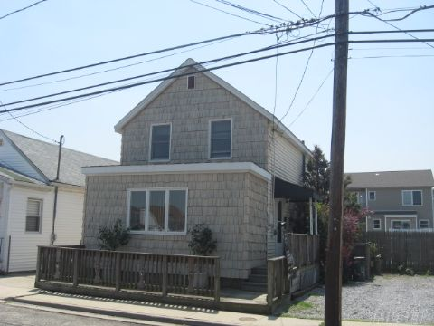 Great Affordable Waterfront Property, 60 Foot Bulkhead, 2 Driveways(Enough Parking For 10 Cars), Move In Condition, Clean, Plenty Of Room For Entertaining, 2 Lots Room For Expansion & Extentions, Lovely Private Mid-Block Location