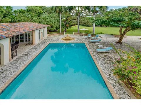 Swimming Pool/Hot Tub/Sauna
