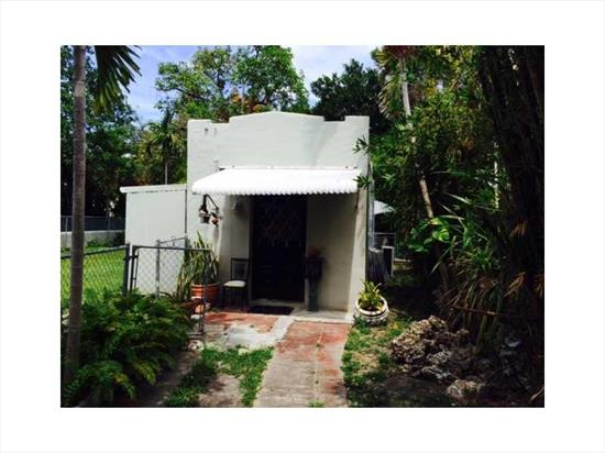 2 Structures Main House Original Condition Apt Renovated Land Value.