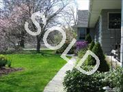 Morgan Island Dream Living !Li Sound  Spectacular View Of Sunrise &Moonlight! Elegant Sprawling Ranch  On 1/2 Acre Of Beautifully Landscaped Property.Spacious Sun -Filled Rooms With High-Ceilings.Lovely Screened Porch A New Gourmet Eik W/Granite Top, Maple Cabinets + Ge   Appliaces Is A Cook's Dream New Bathrooms.New Doors.Anderson Windows.Oak Fl  View Of Dosoris Duck Pond