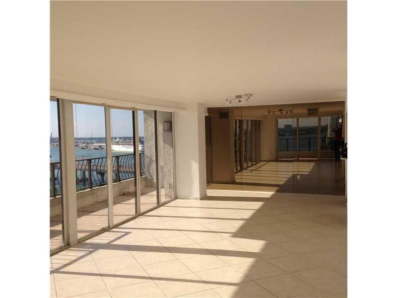 This Large Unit Overlooks The Bay And The Miami Skyline. Incredible Panoramic View. Very Large Balcony. Walking Distance To Arena, Adrienne Arsht Center And Bayside. Building Is Right Off The Venetian Causeway. Absolutely Stunning!