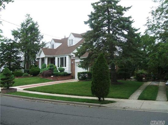 1 Fam Wide Line Cape, 4 Brs, 2.5 Bath, Full Finished Basement.