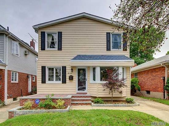 Huge Spacious Detached Colonial In Heart Of Glen Oaks. Home Features 6 Bedrooms, 3 Full Bathrooms, Full Finished Bsmt. Close To Transportation, Schools, And Stores. Must See To Appreciate.