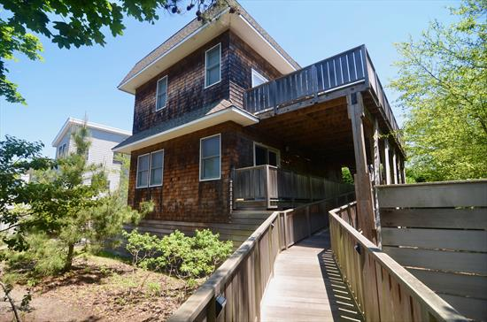 This gorgeous 4 bedroom, 2.5 bathroom Seaview stunner has been completely renovated! Spacious bedrooms and beautiful bathrooms. Upside down house with great indoor living space that is open to the kitchen and dining room. Hot tub, spacious decks and a roof top deck with bay views!