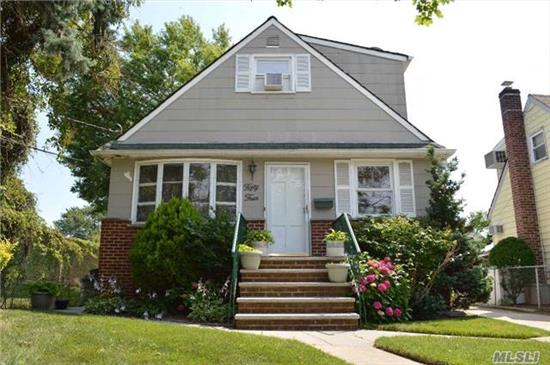 1 Family Home, 4 Bedrooms, 2.5 Bathrooms, Great Condition.