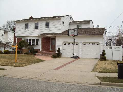 Spacious 5-6 Br Colonial, 2 Master Bedrooms With Baths. New Maple Eik W/Stainless Steel Appliances,Granite,Breakfast Bar And Slider To Patio. New Marble Baths, New Windows And Roof. Hw Fl 1st & 2nd Fl. Hi Hats Throughout. 2 Car Garage & Double Driveway. Brick Walkway& Stoop. Inground Sprinkler, New Pvc Fence. Convenient Bus And Lirr.