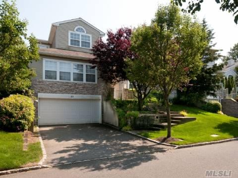 Hauppague, Hamlet Windwatch Golf & Country Club, Best Buy In Hamlet! Updated, With Huge Granite Eik, Stainless Appliances, Vaulted Ceiling, Master Suite On Main, Also Bonus Rm On Main. 3 Large Bedrooms, And Full Basement, 2 Car Garage. Private Setting On 10th Fairway.....