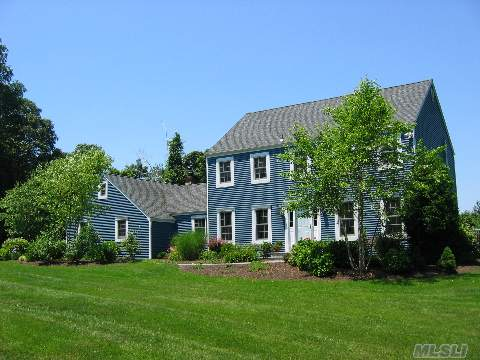 Diamond Clarendon Colonial In Desirable N Shore Beach Community W/Extended Living Or Home Office.  Exterior Updated-Roof/Siding/Marvin Windows, Mature Landscape W Plans. Banquet Size Fdr, Den W/Wd Fp, Lg Eik, Elegant Flr, Updated Full Bath. Owens Corning Part Fin Bsmt W/Rec Rm & Storage/Utilities. Winter Views.  Assoc Dues $125. True Tax Stated