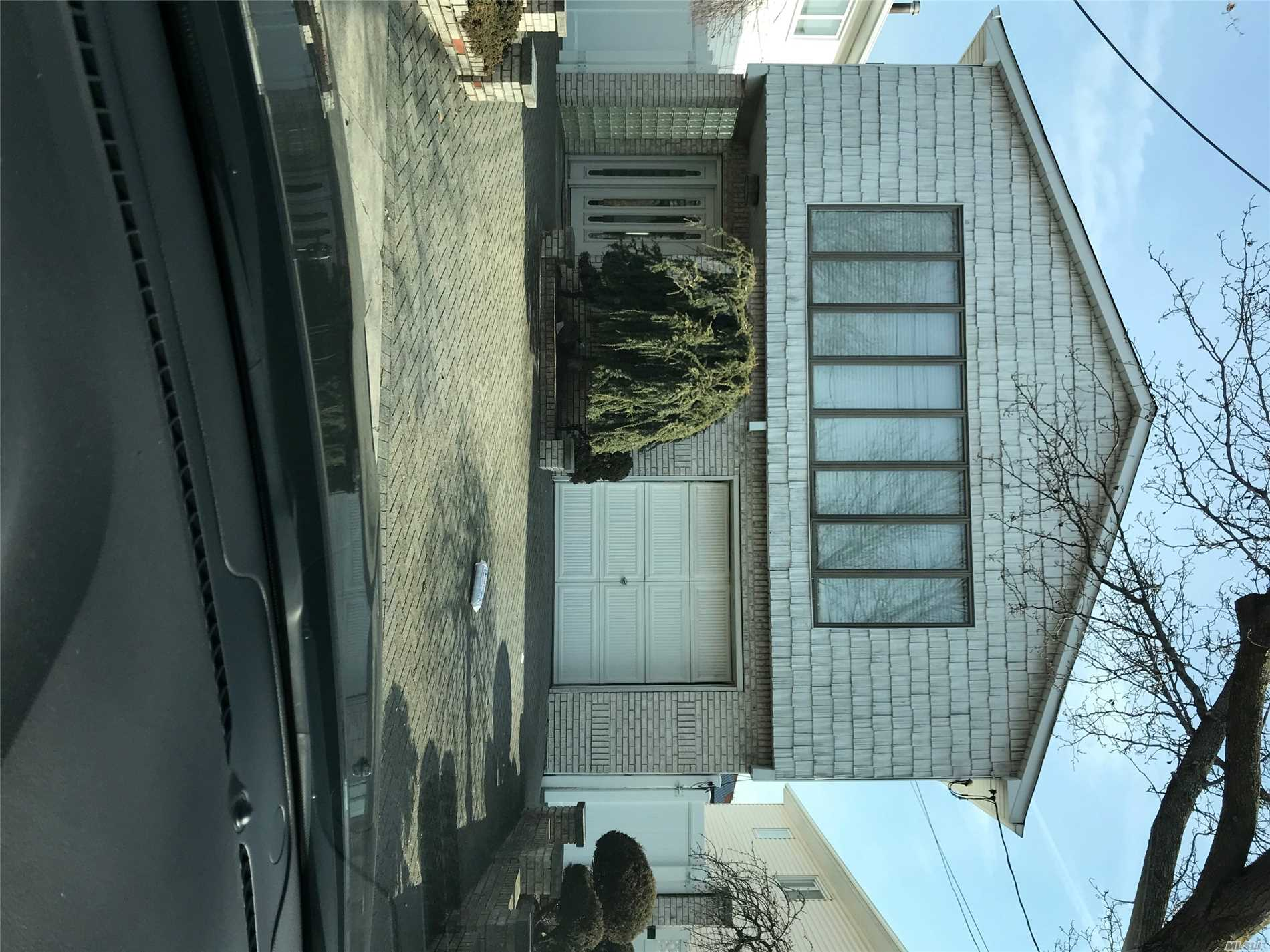 Mint Det High Ranch. 4Br, Pvt Drive , Remote Skylites, Inground Pool Must See.