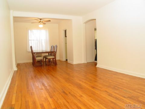 Best Priced 1 Bedroom Condo In The Area. Excellent For 1st Time Home Buyers. Vacant 1 Br Condo In Upper Ditmars Location. Express Bus Into Manhattan 1/2 Block Away. Walk To Bus To 31st Street Train Station. Price Reduced And Owner Ready To Sell.