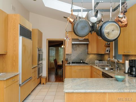 Fabulous Kitchen with Gas Cooking