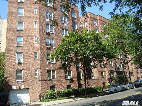 Beautifully Renovated Junior4 In The Heart Of Forest Hills. Close To All. Low Maintenance!  Large Foyer And Lr/Dr. California And Walk-In Closets.