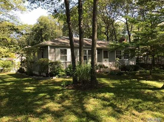 A 5 Year Old Roof, Brand New Oil Burner, Hardwood Floors, Great Room W/Fplc, Cac, Rights To Beach Lpca $130 Per Year Beach & Civic - North Of Lake Panamoka!