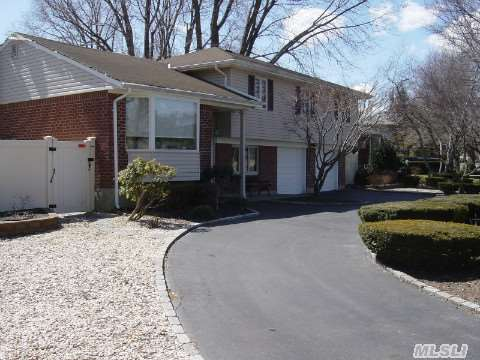 Pristinely Maintained Split. Updated Kitchen With Granite Counter Tops & Gas Cooking, Gleeming Hardwood Floors Throughout, Andersen Windows Throughout. New Cesspool. Recent Vinyl Siding. Circular Driveway. Sd#13. Taxes With Star $9,022.57, Schools: K-2 Countrywood, 3-5 Maplewood, 6 Silas Wood, 7-8 Stimson, 9-12 Walt Whitman High School
