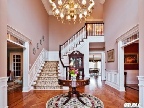 Grand 2 story entry