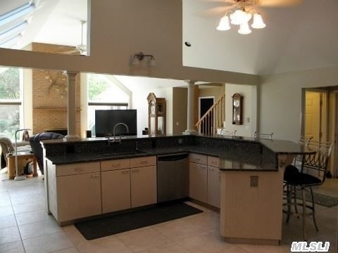 Granite Chefs Kitchen with Custom Cabinetry!