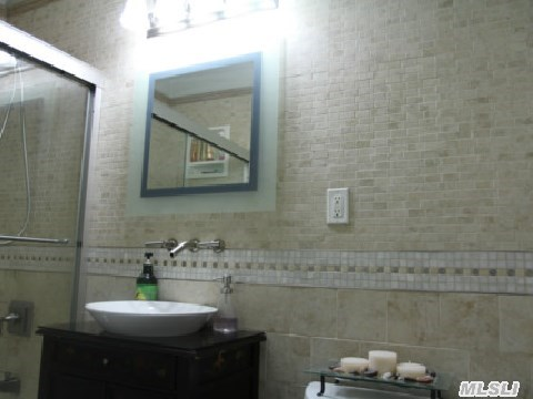 Top of the line. Stone and ceramic tiles throughout.