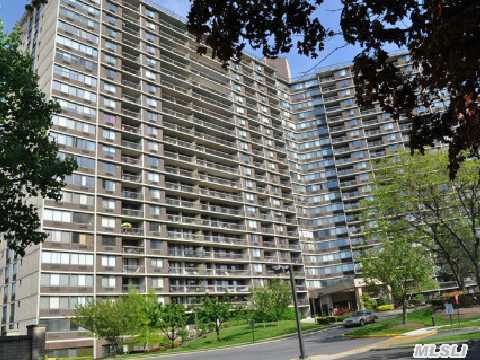 Fabulous Bay Club Gated Community. 24 Hr. Security. Doorman / Concierge Building. Hi-Rise Luxury. Large 2 Bedroom 2 Bathroom Unit With Beautiful Wood Floors. Open Kitchen - Living Room Floorplan. Terrace. Amazing Multi - Bridge, Water & City Views. Year Round Swim & Fitness Center, Tennis Club Indoor Parking (Extra Fees). On Premises Restaurant. Underground Stores.