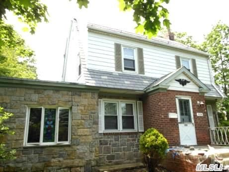 Gross Morton 2.5 Stories Side Hall Colonial Located Heart Of Bayside Hill. Large Fenced Corner Irregular Lot,  Has Great Potencial For Expansion