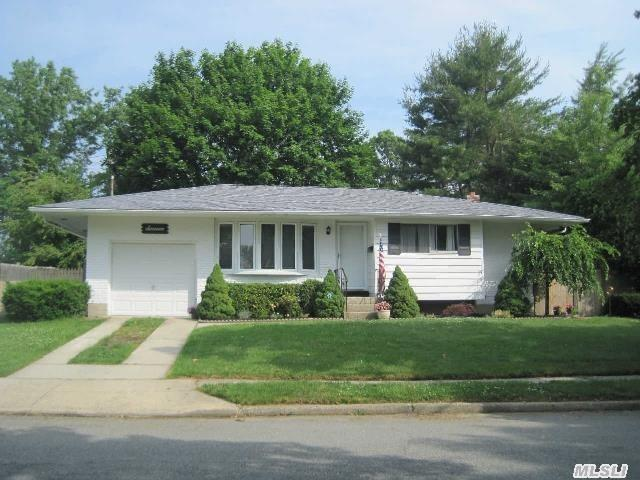 This Mid-Block 3 Bedroom, 1 Bath Ranch Is Located In The Award Winning Commack School District #10. It Has Beautiful Hardwood Floors Throughout. A Stunning New Bathroom W/Granite Countertop, Full Finished Basement. Spacious Fenced In Yard. Priced To Sell!