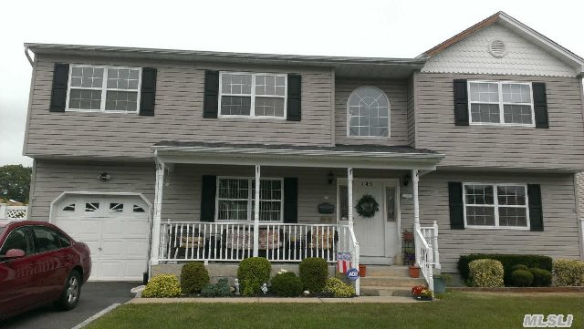 -Location,  Location,  Location, 4Br,  3Bth,  Full Bsmt Custom Hi Ranch In The Park Cac,  Gas Heat,  Open Flow,  Has It All.