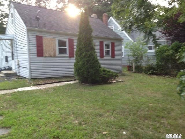 5 Room 2 Br Ranch On Large Lot.
