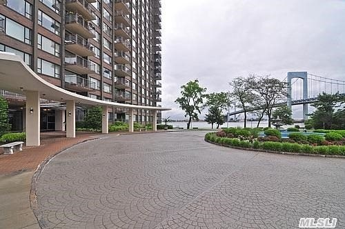 Live The Good Life!!Enormous And Renovated 1800 Sq.Ft 2Bed./2Bath~formal Dining Room~full Service Gated Community Situated On Ne Queens Premier Waterfront Location~24 Hour Doorman,  Heated Pool& Gym~c/A/C & Reserved Underground Parking All Await You In This Prestigious Waterfront Community.A Must See!