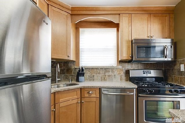 Sale May Be Subject To Term & Conditions Of An Offering Plan. Excllent Condition,  1 Bedroom Desirable Bayview Section Of Rosyln Gardens,  Hardwood Floors,  All New Appliances,  All Renovated,  Lr/Dr Combo,  Efficiency Kitchen,  Wood Floors,  1 Bedroom,  1 Bath,  Laundry Room On Premises