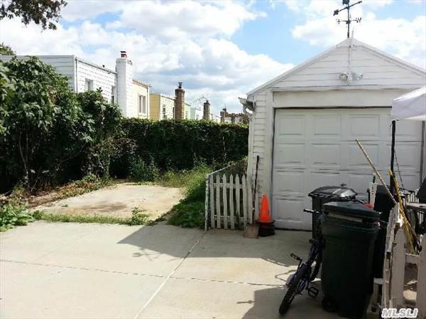 1 Car Det gar. additional parking to right of garage