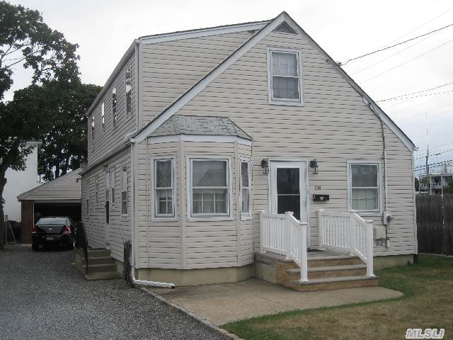 Beautiful Charming Expanded Cape On Large Property. Nice Hardwood Floors Throughout. Large Bedrooms. Full Unfinished Basement. Close To Lirr And Shopping. Make This House Your Home. Close To All!!! Won't Last!!!