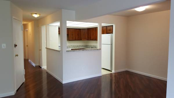 Lovely 3 bedroom, 2 Baths apartment in the heart of Bayside! All Electric, With great Terrace View.