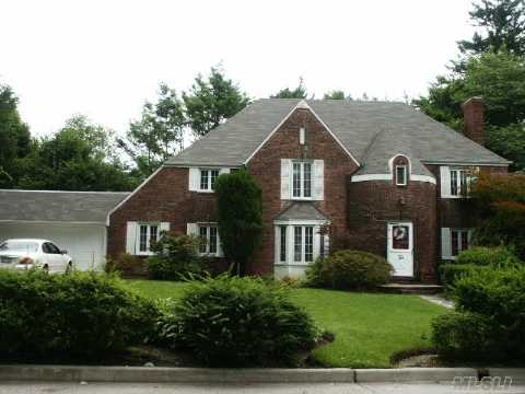 Stunning Center Hall Colonial, Many Orininal Features, 2 Car Att. Huge Closets, New Windows, 2 Yr Old Boiler, Munsey Park Schools, 1 Yr Old Hw Heater,French Drain, Easy To Show